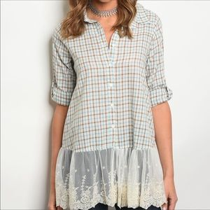 🎉HP!🎉 Checked Button Down w/Lace